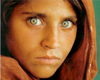 阿富汗少女的眼神中你阅读出什么?